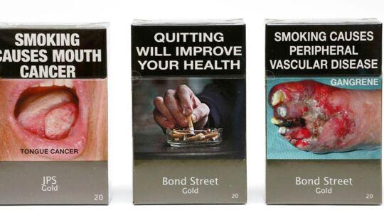 Sådan ser cigaret-pakkerne ud i Australien. Noget lignende ønsker Kræftens Bekæmpelse i Danmark