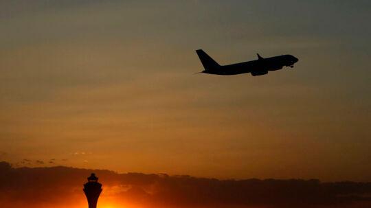 Et Air Koryo-fly letter fra Beijing i Kina med kurs mod Nordkoreas hovedstad, Pyongyang.