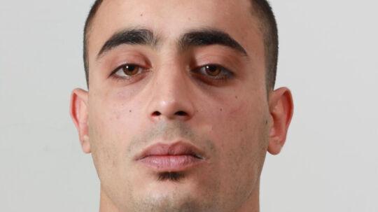 Yosef Ahmad Hussain Naem Al-Kassab, der er sigtet for drabs-forsøg, flygtede fredag fra retsbygningen på Blegdamsvej på Nørrebro i København..