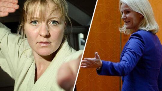 Som leder af sekretariatet har Louise Høst været en af statsminister Helle Thorning-Schmidts nøglemedarbejdere. Hun har også dyrket karate på topniveau, som det ses på ovenstående billede fra 2005.