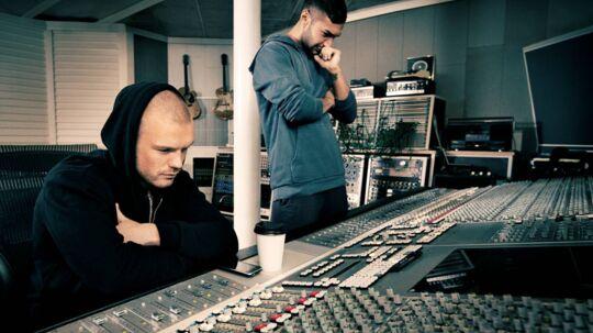 Lars Ankerstjerne og Burhan G arbejder koncentreret på deres fælles projekt