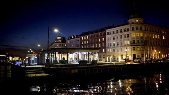 Aftenshowet på DR sender fra nye lokalitet i aften. Et nyt studiet er blevet opført i Nyhavn hvor færgerne til Sverige i gamle dage sejlede fra. Louise Wulff og Mads Steffensen øver inden aftenens udsendelse.