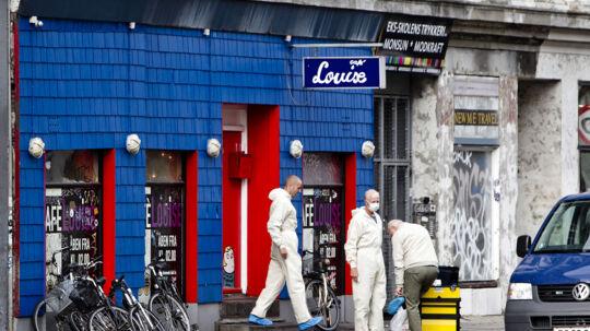 Morgenværtshuset Café Louise på Nørrebro i København forvandlede sig i lørdag morgen til et blodigt gerningssted efter et 'mega slagsmål' udviklede sig til knivstikkeri og drab. I alt seks personer er blevet stukket med kniv. En person har indtil videre mistet livet.