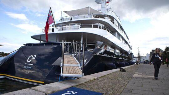 Luksusyachten C2 ligger her til aften til kaj ved Amaliehaven i København.