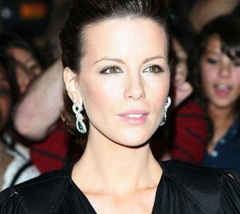 Kønne Kate Beckinsale arbejder for meget. Derfor bad hun om at blive indlagt.