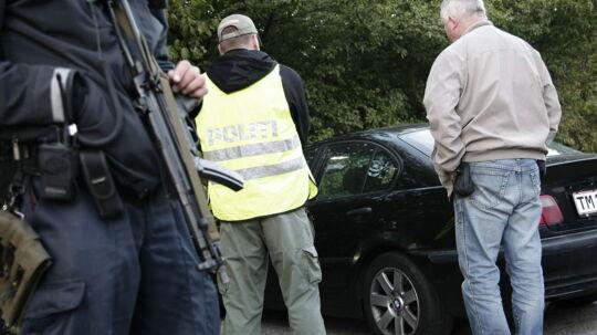 Politiet ransagede biler på gaden på Amager ved Upplandsgade.