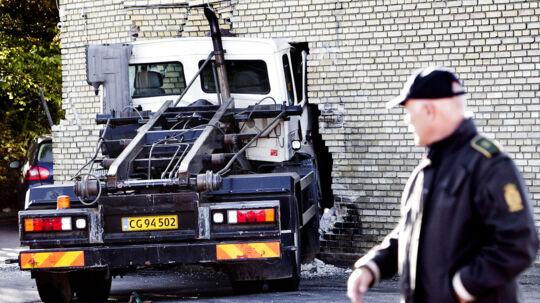 En 17,5 ton tung lastbil uden fører kørte natten onsdag ind i en rockerborg på Amager. Det var formentlig det, der fik politiet til endeligt at frygte for en nært forestående rockerkrig.