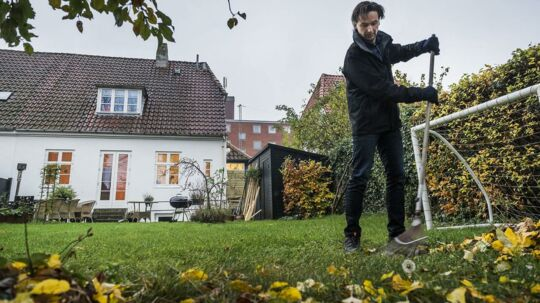 Steen Grønfeldt bor på Frederiksberg og har oplevet store stigninger i grundskylden for et relativt beskedent hus. Foto: Søren Bidstrup