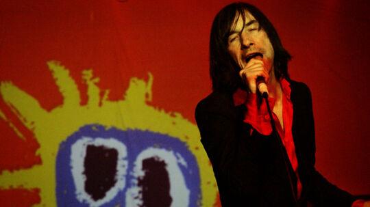 Bobby Gillespie i front for Primal Scream, der leverede en dosis vital nostalgi efter en sløv start.