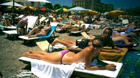 Danskerne er i fare for at gå glip af deres sommerferie til Grækenland. Strejker i lufthavnene kan betyde kaos.