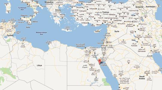 12 danskere er havnet i en buslykke ved ferieparadiset Hurghada i Ægypten, som har kostet flere livet. Byen Hurghada er her markeret med et 'A'.