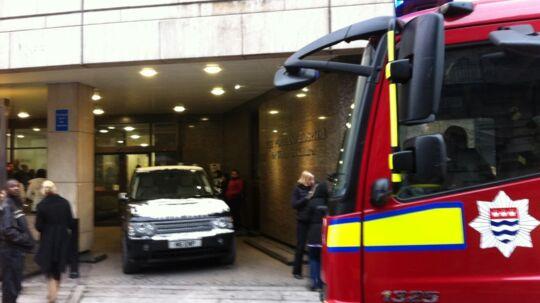 Brandvæsenet er blevet tilkaldt til det engelske hospital, hvor Caroline Fleming torsdag fødte sin søn.