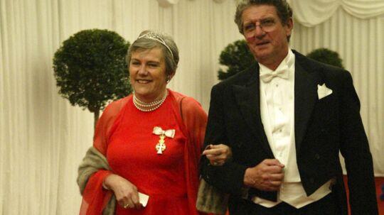 Prins Henriks søster, Maurille Beauvillain, er død. Her ses hun og hendes mand, Jacques ankomme til Kronprins Frederiks og Marys bryllup i Fredensborg..