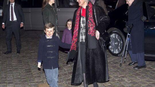 Dronning Margrethe med Prins Christian og Kronprins Frederik med Prinsesse Isabella ankommer til julegudstjeneste i Aarhus Domkirke Juleaftensdag 24. december 2011 kl. 16:30.