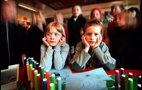 Det kan være stresset at gå i børnehave, hvor der hele tiden sker en masse ting. Modelfoto: Bax Lindhardt