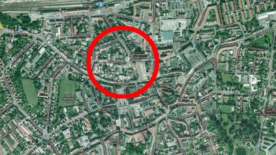 En 28-årig mand er anholdt og sigtet for natten til fredag at have stukket sin 27-årige kæreste i maven med en kniv. Det skete i en lejlighed i Frederiksgade i Slagelse, oplyser Sydsjællands og Lolland-Falsters Politi.