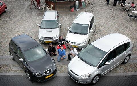 Heftige biler som disse får mange til at skifte fra hvide til gule nummerplader. Foto: Jeanne Kornum