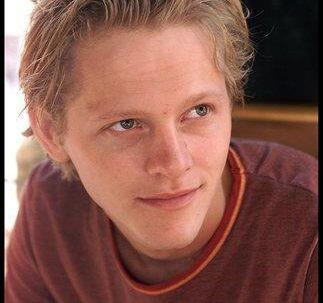 Thure Lindhardt er 27 år, skuespiller, og har foreløbig været kæreste med 26-årige Simon Holk i 2½ år. Foto: Bent Midstrup<p</p><br>
