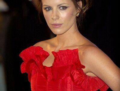 Kate Beckinsale mener ikke, at almindelige kvinder skal stræbe efter Hollywood-kroppene.