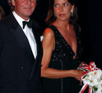 Prins Ernst August af Hannover med sin kone Prinsesse Caroline af Monaco ved et Røde Kors bal i Monaco tilbage i august 2003. Arkivfoto: Pascal Guyot/AFP