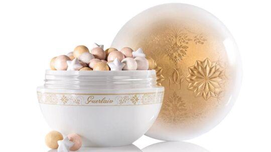 ISKRYSTALLER & SNEFLAGERIngen jul uden glimmer. Slip din indre Elsa (fra animationsfilmen 'Frost'...) løs og vælg makeup og lak i glitrende sølvblå nuancer, når julens fester skal indtages med stil.Klik videre...