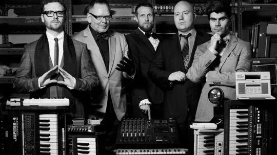 Apparat Organ Quartets andet album 'Pólýfònìa' udsendes nu i Danmark. Det er en gammeldags affære, der desværre ikke reddes i mål af en lille portion potente popmelodier.