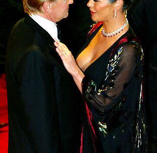 Storbritanniens øverste domstol støttede onsdag ugemasinet OK! i dets strid med rivalen Hello! om retten til fotos fra brylluppet mellem hollywoodparret Michael Douglas og Catherine Zeta-Jones i 2000.