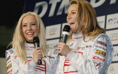Cora Schumacher (t.v.) er gift med Formel 1 køreren, Ralf. Christina Surer er datter af den tidligere Formel 1 kører, Marc Surer. De to flotte piger kører Seat Leon Super Cup. Foto: Getty/All over Press.