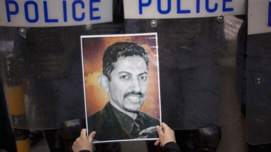 Den livstidsdømte Abdulhadi al-Khawaja, som har boet i Danmark i godt 12 år, er blevet udsat for systematisk tortur under sit snart halvandet år lange fængselsophold. I foråret sultestrejkede han i 110 dage under overskriften 'frihed eller død'.