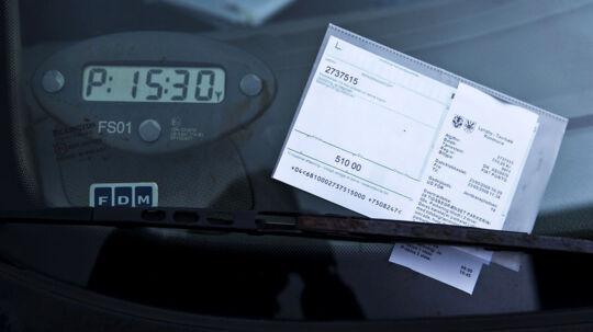 Har man ikke betalt sin P-bøde eller tv-licens risikerer man at blive ramt over lønnen (arkivfoto).