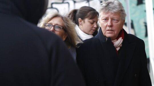 Her ankommer Willy Jønsson med sin kone Katrine Jensenius til kirken.