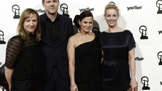 Holdet fra DRs tv-serie Broen. Broen ll er med i opløbet om at blive årets danske tv-serie, men Sofia Helin (yderst t.h.) er nomineret i kategorien årets kvindelige hovedrolle - tv-serie. Camilla Bendix (i midten) er nomineret som årets kvindelige birolle for sin præstation som morderen i Broen ll.