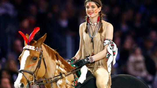Monacos prinsesse Charlotte Casiraghis kostume til et hesteshow var særdeles dårligt valgt, mener flere.