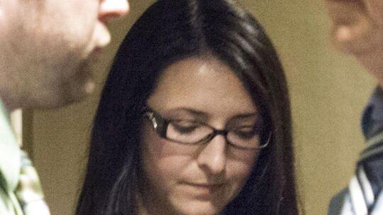 Fra redningsmand til drabsmand. Emma Czornobaj blev fredag dømt skyldig i manddrab, efter hun tilbage i 2010 stoppede sin bil på en motorvej for at redde en gruppe andeunger. To personer på motorcykel kørte ind i hendes bil og omkom.