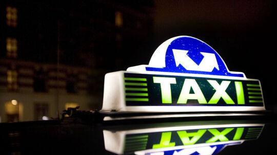 En vaks taxachauffør afslørede lørdag nat en hjemmerøver, der forinden havde begået mindst tre indbrud.