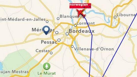 Her ses et kort over Boeing 737-flyet, da det drejede af mod Bordeaux i France.