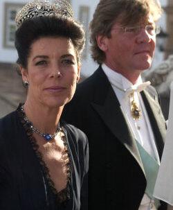 Prinsesse Carolines tredje ægtemand, Prins Ernst August af Hannover, er kendt for sin tørst og sit temperament.