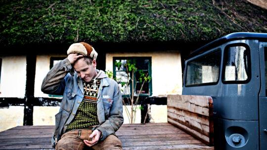 Frank, bedre kendt som Bonderøven fra DR2's serie af samme navn bor på Djurs med kæresten Theresa og deres fælles barn.