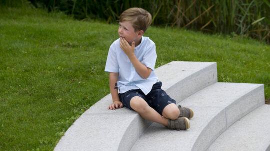 I dag begynder Prins Christian på Tranegårdsskolen i Hellerup. Med valget af en almindelig folkeskole bryder kronprinsparret med kongehusets tradition for at vælge privatskoler.