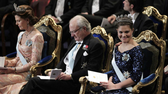 Prins Daniel og kronprinsesse Victoria har fået en pige. Den nye prinsesse blev født natten til torsdag. På billedet ses fra venstre dronning Silvia, kong Carl Gustaf og kronprinsesse Victoria