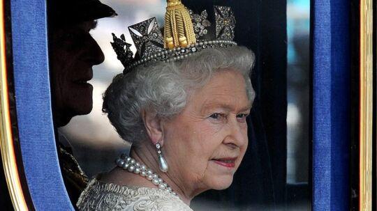Dronning Elizabeth er blandt verdens rigeste monarker. Hun ejer en enorm privat samling af kunstmalerier. Og hendes smykker er uvurderlige.