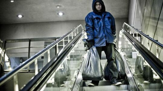 Psykopaten Kristian Almen (spillefilmsdebutanten Simon Kvamm) jages i 'Fortidens skygge' ('Den som dræber - The Movie').