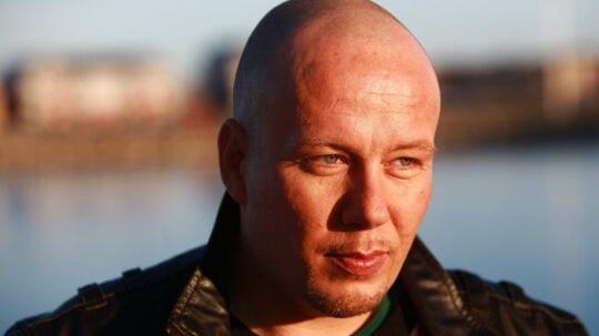 En sjælden hoftesygdom fik Janus Soliånd til at kaste sig over guitaren. Lørdag aften stod han på scenen i talentprogrammet 'Voice - Danmarks største stemme'.