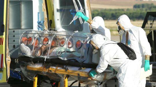 Den spanske præst, der i sidste uge blev indlagt på et hospital i Madrid smittet med den frygtede ebola-virus, er død.