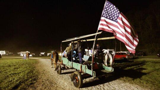 Hestevognen er kommet frem til en festival i det, der er USA fattigste by. Booneville i Owsley County, Kentucky. Her lever 41 procent af befolkningen under den amerikanske fattigdomsgrænse.