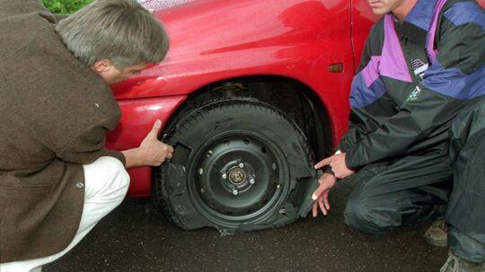 Vejhuller skader hvert år mange dæk på danskernes biler.