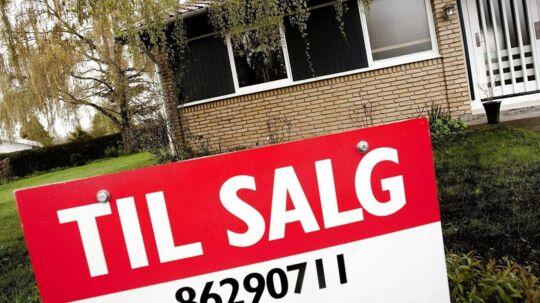 Mange danske boligsælgere sætter prisen for højt, når til salg-skiltet bankes ned for enden af indkørslen.