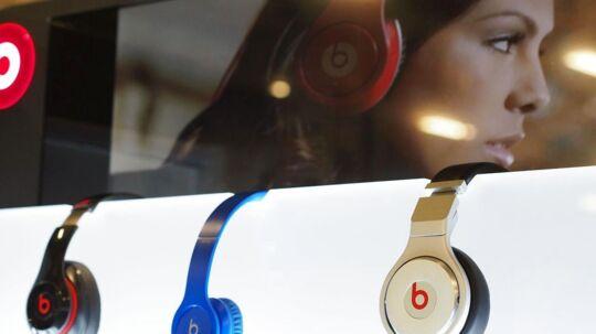 Apples køb af Beats Electronics for over tre milliarder dollars i november skal bruges til en kommende musikstreamingtjeneste, som får premiere i år, men EU frygter, at Apple vil skævvride musikmarkedet. Arkivfoto: Robyn Beck, AFP/Scanpix