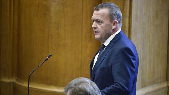 Løkke-regeringen kom som ventet i mindretal, da Folketinget mandag skulle stemme om besparelser på udviklingsbistanden.