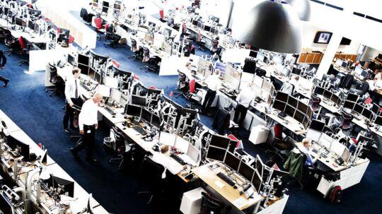 Saxo Banks hovedsæde i Hellerup danner udgangspunkt for omfattende handel med valuta. Torsdag måtte man dog bede investorer, som gerne ville af med deres svhweizerfranc, om at væbne sig med tålmodighed.